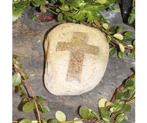 Mindesten med poleret kors